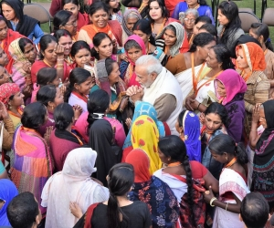 Narendra-Modi-with-Indian-Women.jpg
